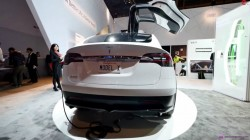 1421698089_tesla-model-x-electric-crossover-displayed-at-the-panasonic-booth-at-ces-video-photo-gallery_6
