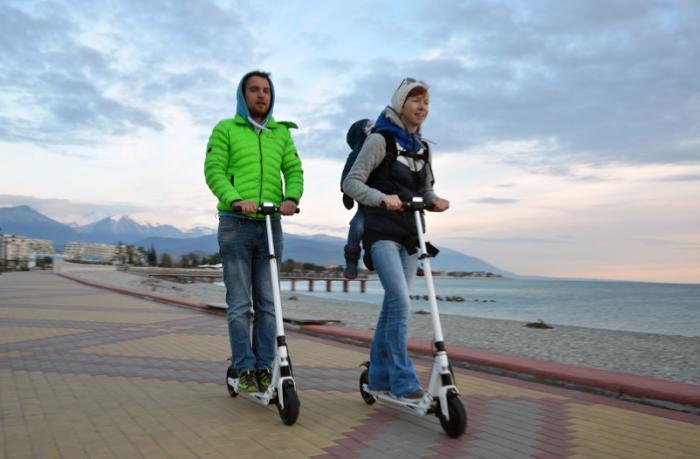 SBU – Езда на электрическом самоката по тротуару